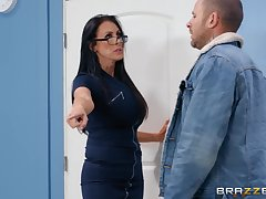 Nerdy MILF in glasses Reagan Foxx rides her client in advance office