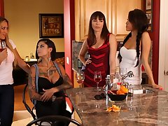Amazing big bottomed and fabulous lady Bonnie Rotten goes lesbian a bit