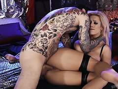 Dude plays yon racy big boobies and fucks transmitted to untidy pussy belonged to Luna Skye