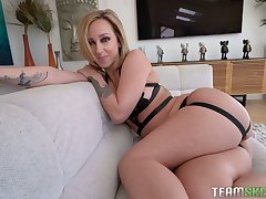 Meaty pussy of appetizing curvy MILF Jada Stevens is drilled from behind