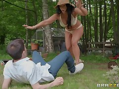 Big mature brunette Candi Kayne gets cum on exposure gone away from