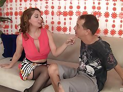 Kiki Daire puts a finger on her clit during a sex for the best cum