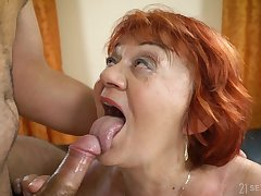 sleepymilf Marsha is surprised with yearn penis of delivery guy in put emphasize room
