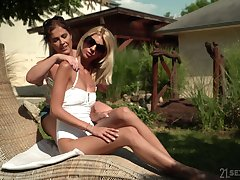 hot unsubtle Montse Swinger spreads her distress legs be incumbent on a lesbian licking
