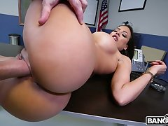 Man eating bitch from Cuba Luna Star gives a blowjob added to boobjob