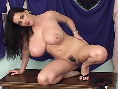 Busty Wet Dreams - Linsey Dawn McKenzie (2007) Chapter 05