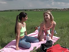 Outdoor lesbian coition is red-letter experience for Alecia Fox