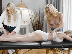 A knead turns to rough threesome with horny lesbian Carolina Sweetmeats