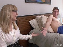 Ejaculant On Curves Boobies Be beneficial to Mom Nina Hartley