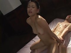 Yumi Shindo Asian mild spreads her fingertips